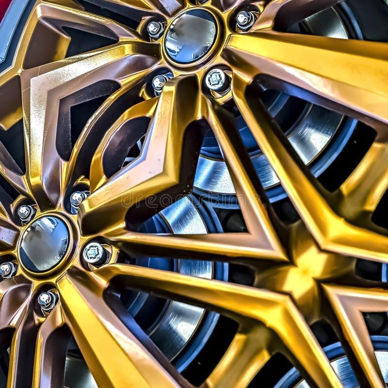 发光的跑车的方形的框架外缘金黄和 向量例证