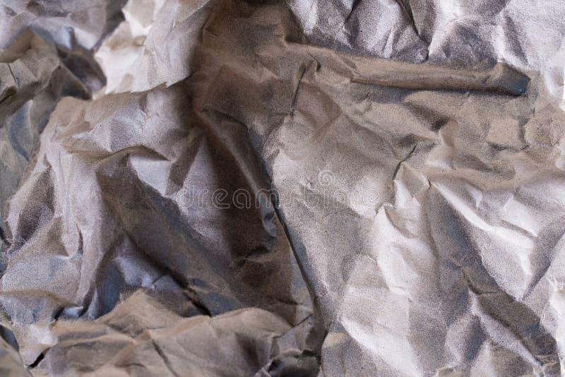 发光的金属银箔纹理和参差不齐的表面背景的 库存图片
