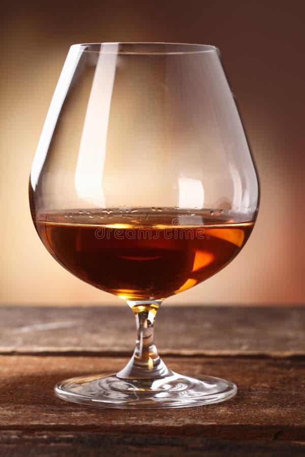 在一口威士忌酒的科涅克白兰地 免版税库存图片