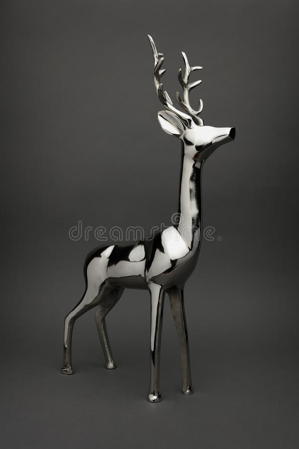 发光的镀铬物金属驯鹿圣诞节装饰品不 1 免版税库存照片