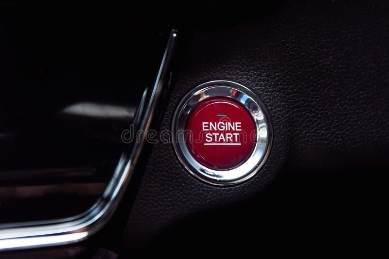 发动引擎按钮 免版税图库摄影