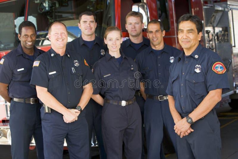 发动机起火消防队员纵向身分 库存照片