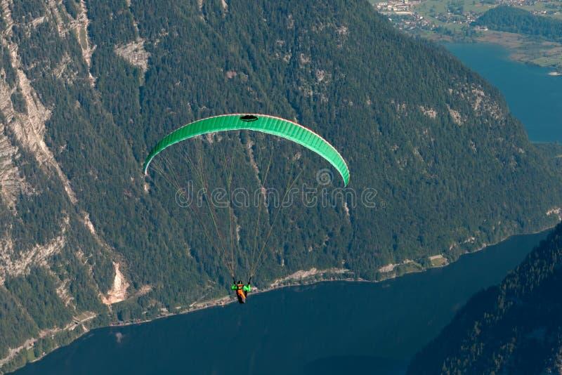 发动滑翔伞 库存图片
