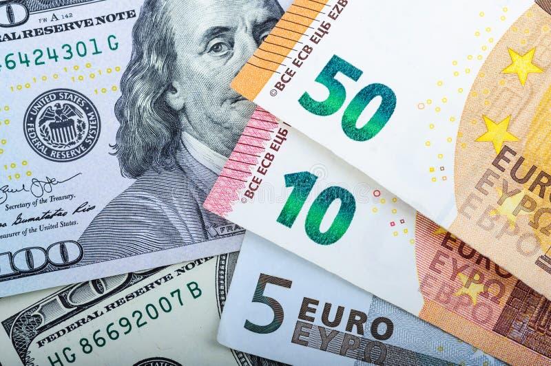 发单欧元 在灰色背景的不同的衡量单位 5,10,50欧元 库存图片