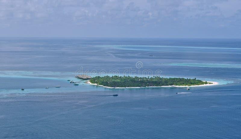 发咩声环礁空中图象马尔代夫生物圈 库存图片