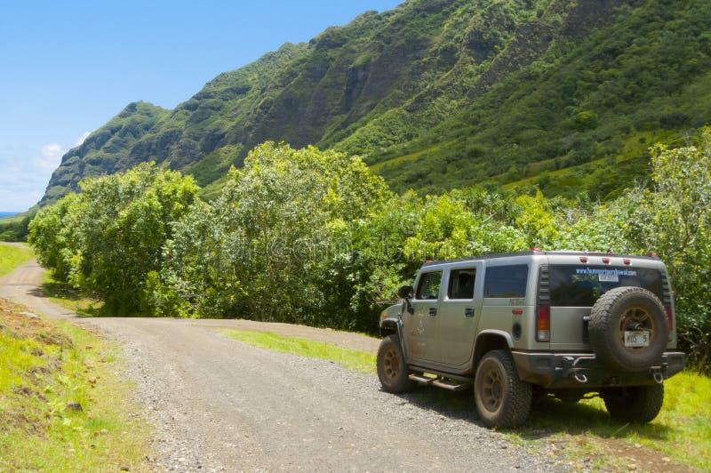 发嗡嗡声的东西汽车在电视serie的地点在奥阿胡岛6月2012年夏威夷kualoa大农场美国丢失了 库存照片