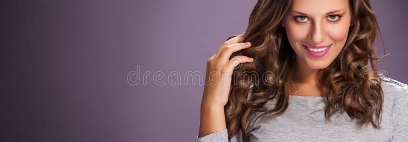 发廊 有健康头发的妇女 库存图片