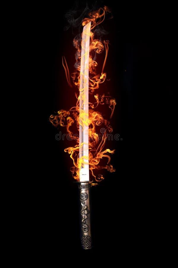 发火焰日本剑 皇族释放例证