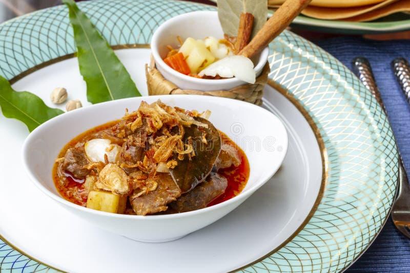 发牢骚Massaman -泰国希拉勒食物 库存照片