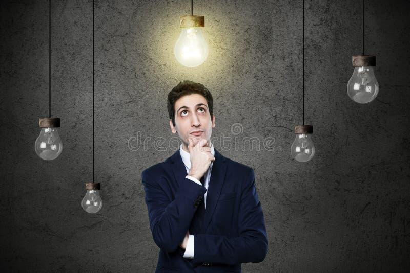 发现新的想法的工作者 免版税库存图片