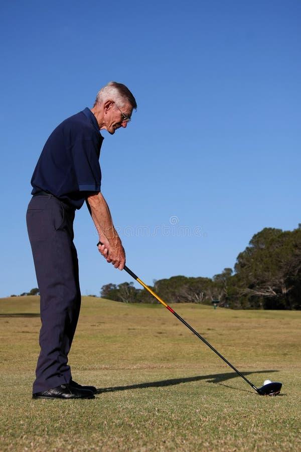 发球区域的高尔夫球 图库摄影