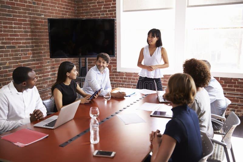 发的女实业家会议室言 免版税库存图片