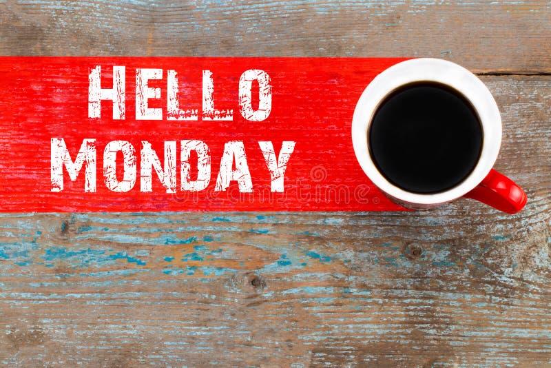 发短信给你好星期一和杯子在木backgroun的芳香咖啡 库存图片