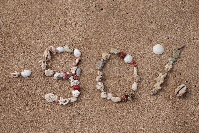 发短信给在壳做的沙子的90百分之 免版税库存图片