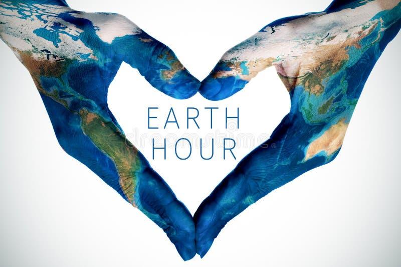 发短信给地球小时和妇女手仿造与世界地图furnis 图库摄影