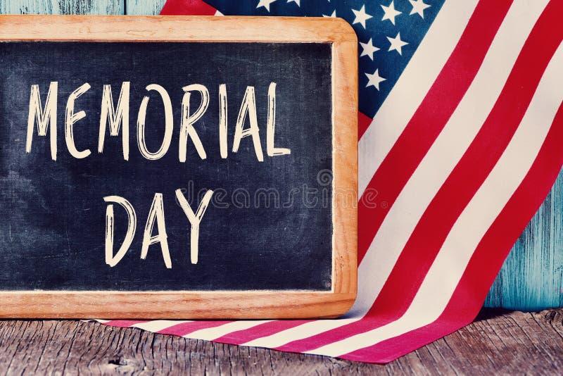 发短信给美国的阵亡将士纪念日和旗子 免版税库存图片