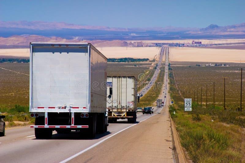 发运高速公路卡车 免版税库存图片