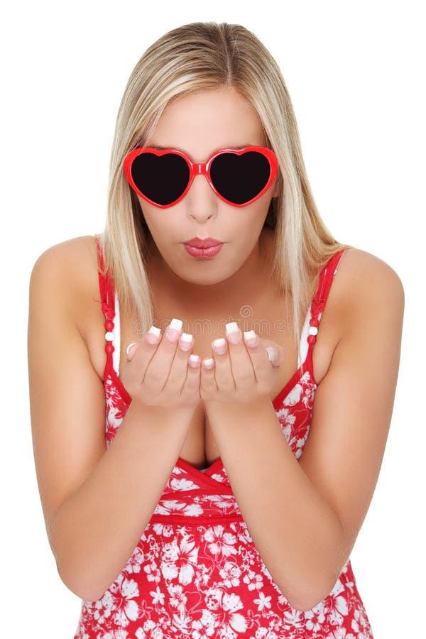 发送妇女年轻人的美好的亲吻 库存图片