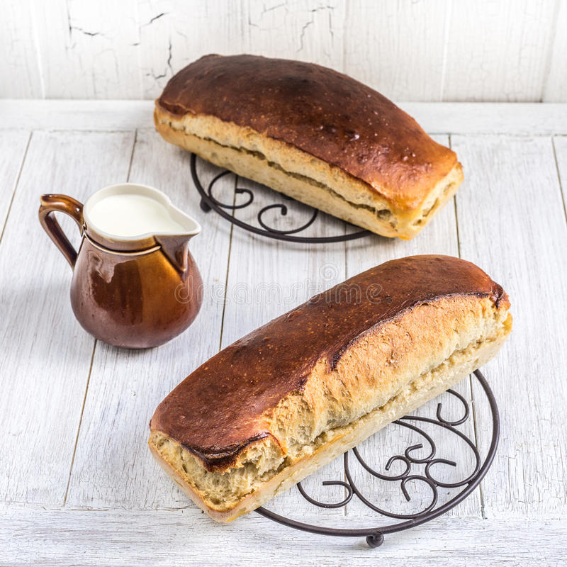 发酵母牛奶面包 库存照片