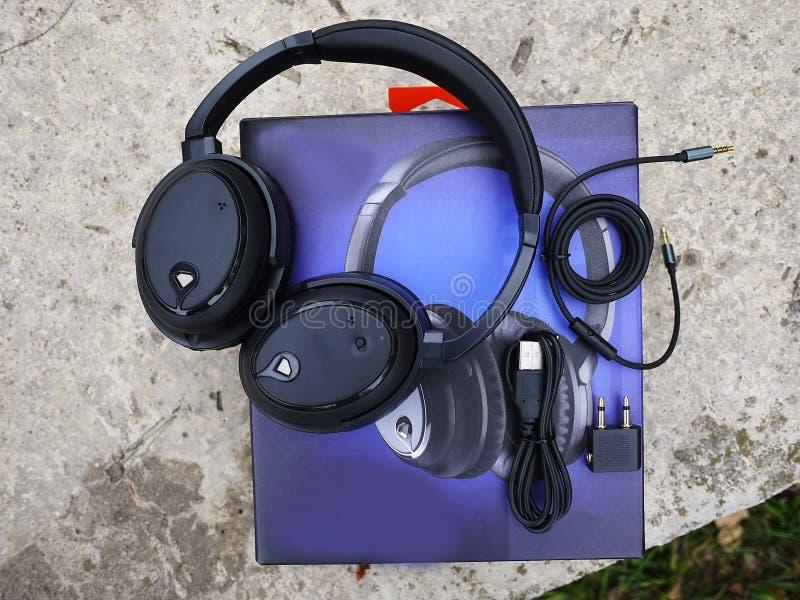 取消耳机的噪声 服务压制外在噪声 库存图片