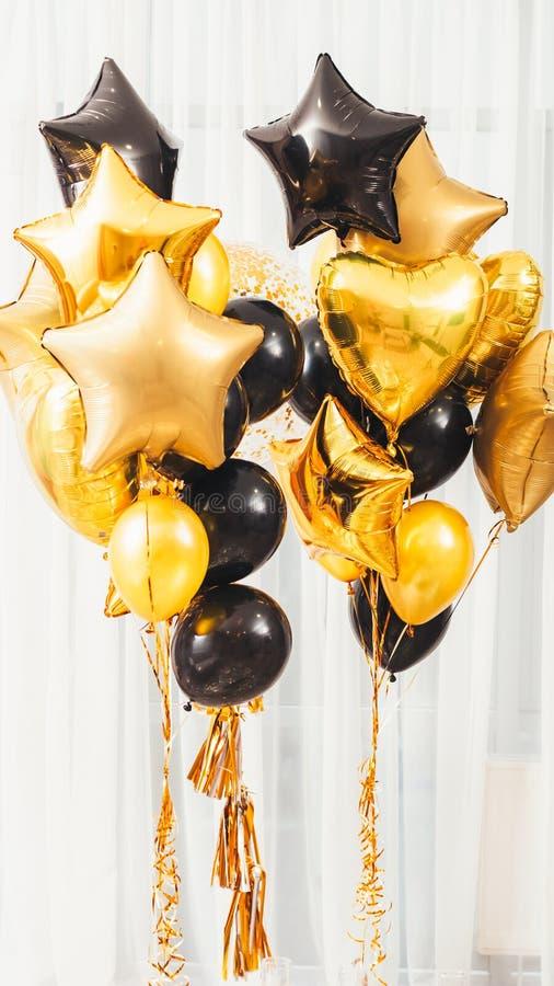 受欢迎的家庭党装饰星心脏气球 免版税图库摄影
