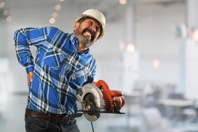 受背部受伤的西班牙工作者 免版税库存图片