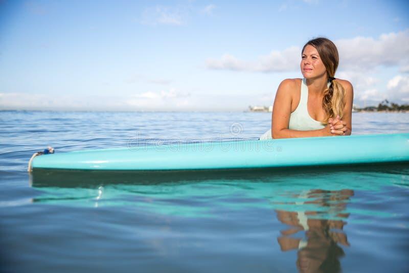 变冷在她的明轮轮叶的运动员在夏威夷 免版税库存图片