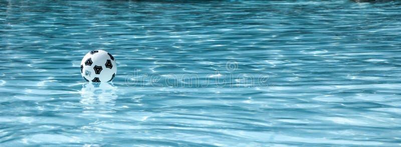 变冷在水中 免版税库存照片
