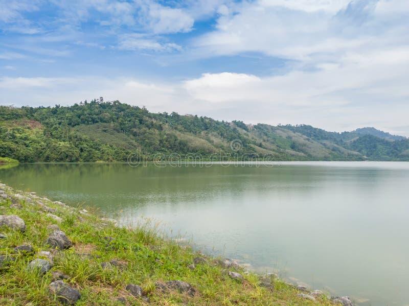 变紧密的具体水坝在泰国 免版税库存照片