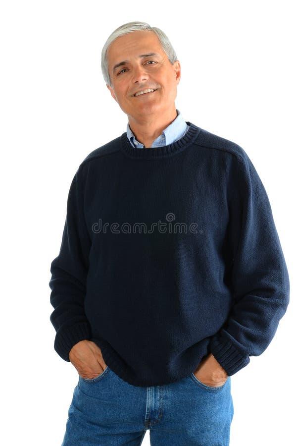 变老的偶然牛仔裤人中间名毛线衣 免版税库存照片
