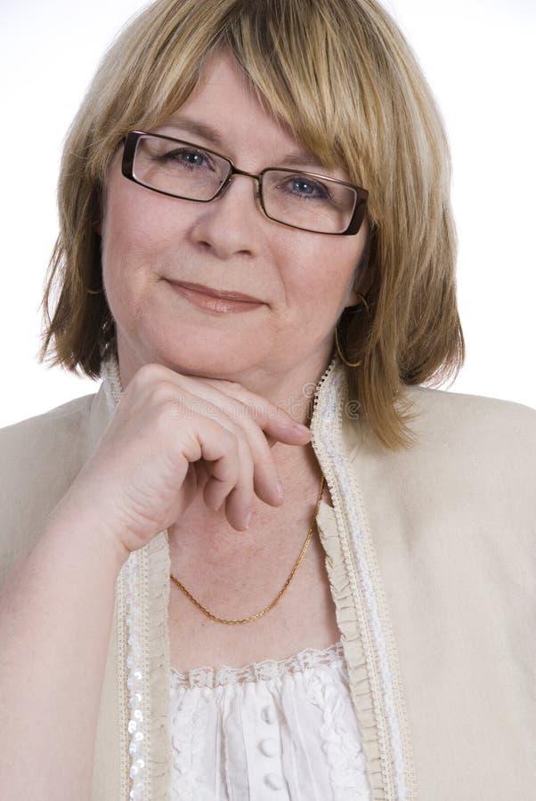 变老的可爱的中间妇女 免版税库存图片