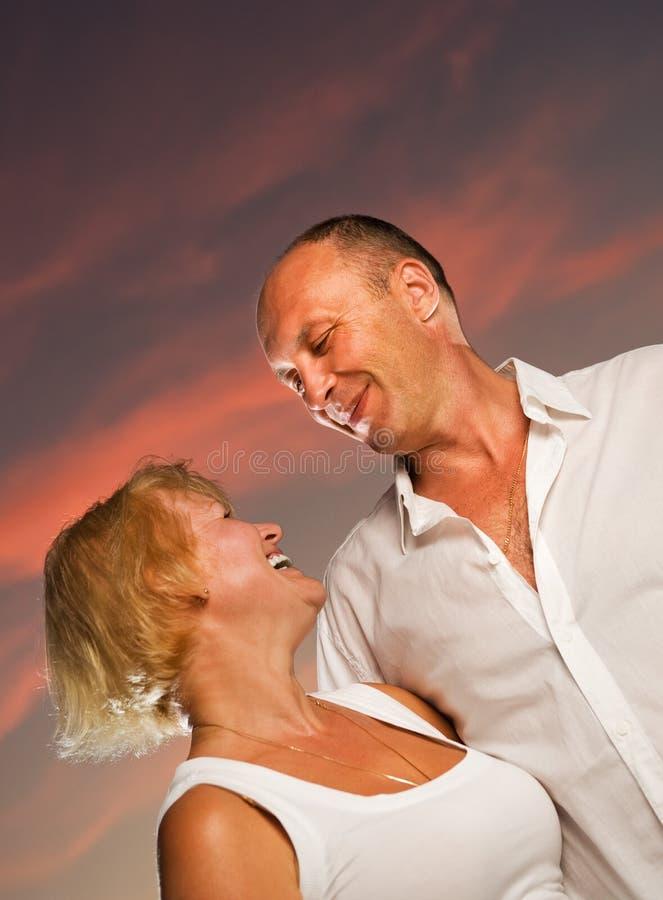 变老的夫妇爱中间名 库存照片