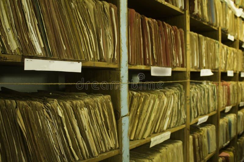 变老的文件夹纪录架子  免版税库存图片