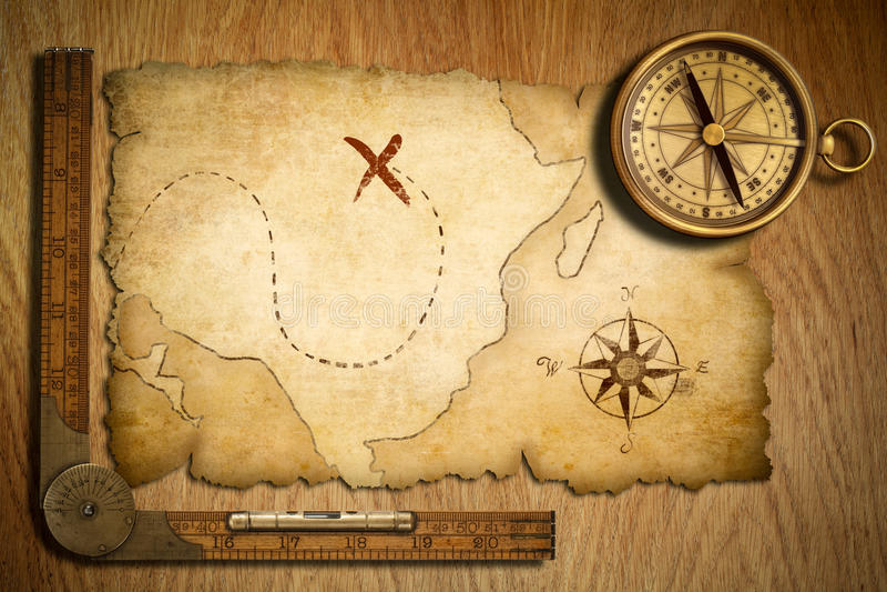 变老的珍宝映射、统治者和老黄铜指南针 库存照片