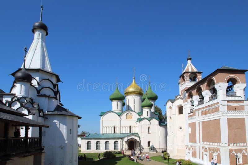 变貌大教堂和修道院钟楼在圣Euthymius救主修道院里在苏兹达尔,俄罗斯 免版税库存照片