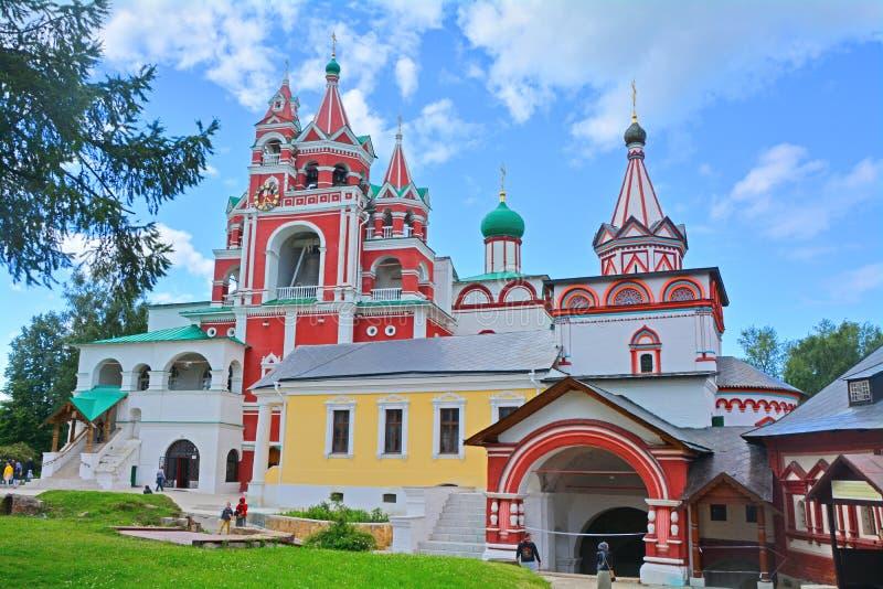 变貌的教会和领港教会在Savvino-Storozhevsky人的修道院里在Zvenigorod,俄罗斯 免版税库存照片