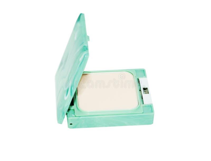 变紧密在白色背景隔绝的绿色箱子的粉饼 免版税库存照片