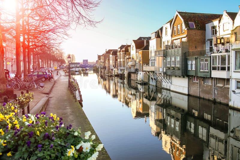 口岸和运河堤防在霍林赫姆荷兰镇  库存照片