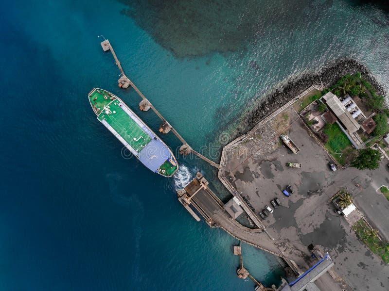 口岸的空中射击在海 免版税图库摄影
