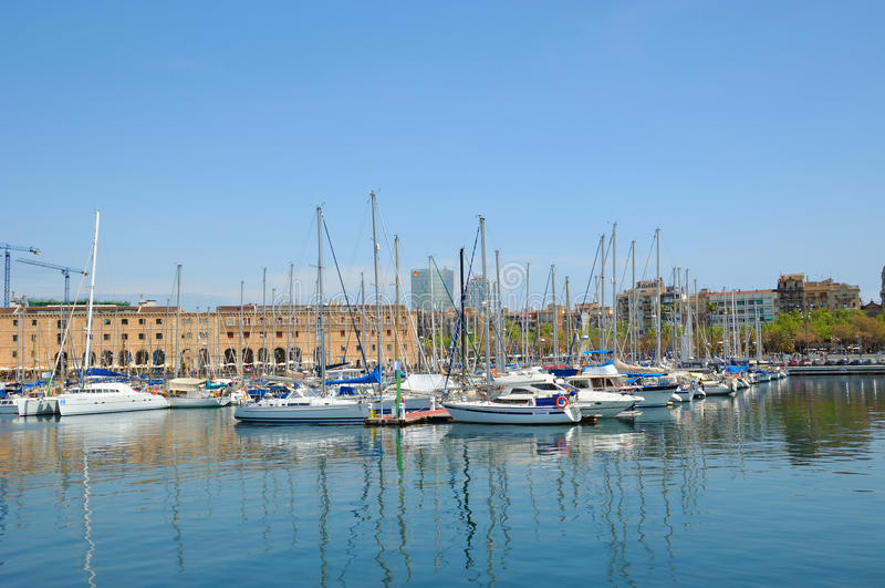 口岸的Vell小游艇船坞2009年4月13日在巴塞罗那 库存图片