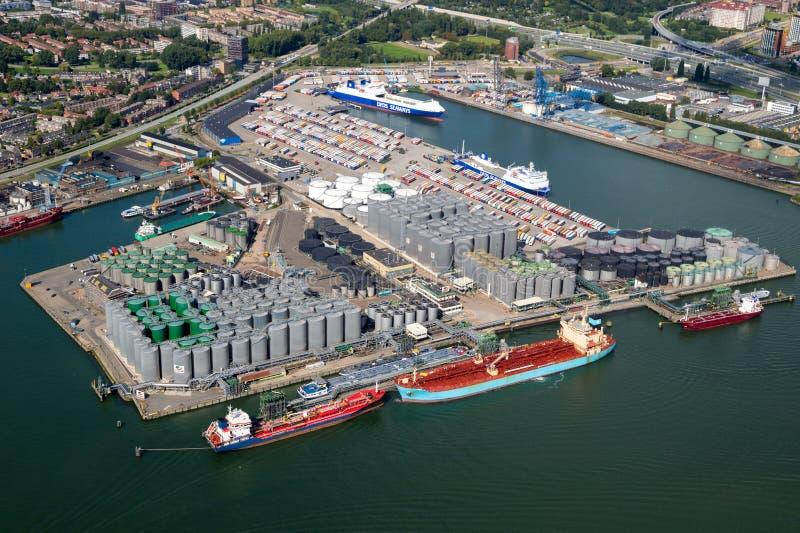 口岸鹿特丹石油容器运输 库存照片