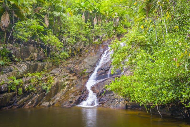 口岸Glaud瀑布,塞舌尔群岛 免版税图库摄影