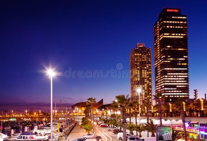 口岸Olimpic夜视图在巴塞罗那 免版税库存照片