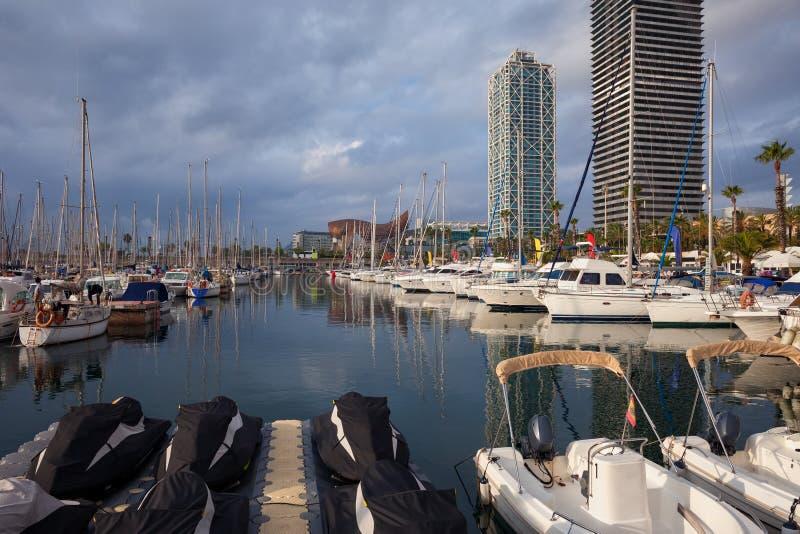 口岸Olimpic小游艇船坞在巴塞罗那 免版税库存图片