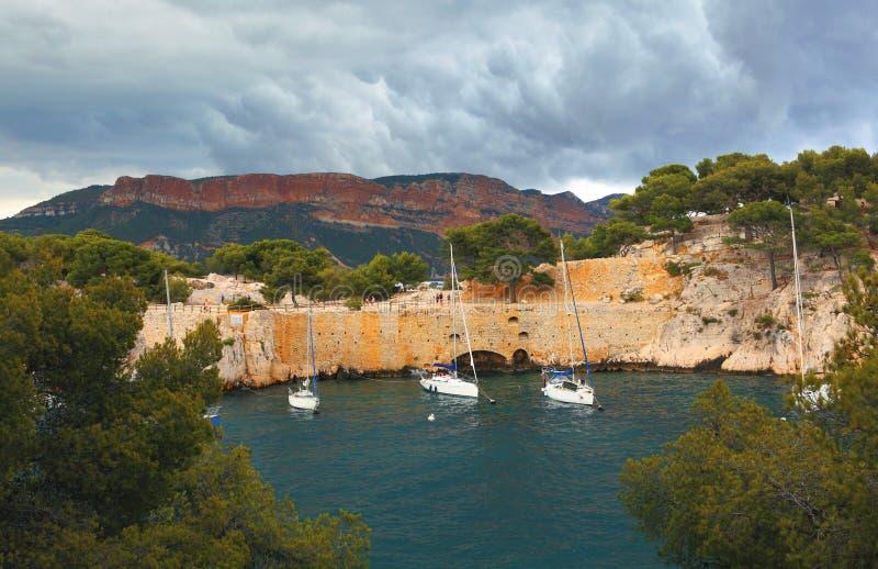 口岸Pin Calanques在卡西斯在法国 库存照片