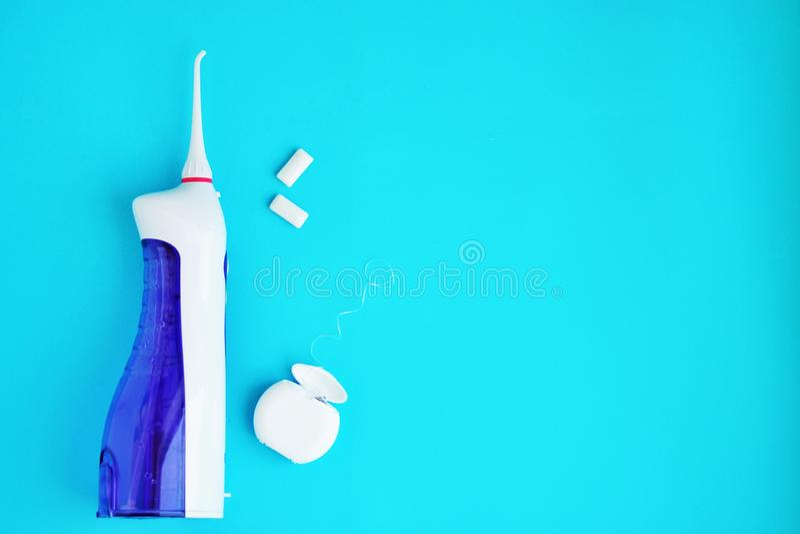 口腔卫生,使用牙齿工具的牙齿卫生学,牙线,irrigator,刷子,泡泡糖 免版税库存图片