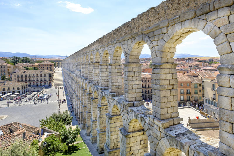 古代罗马渡槽在塞戈维亚,西班牙, 免版税库存图片