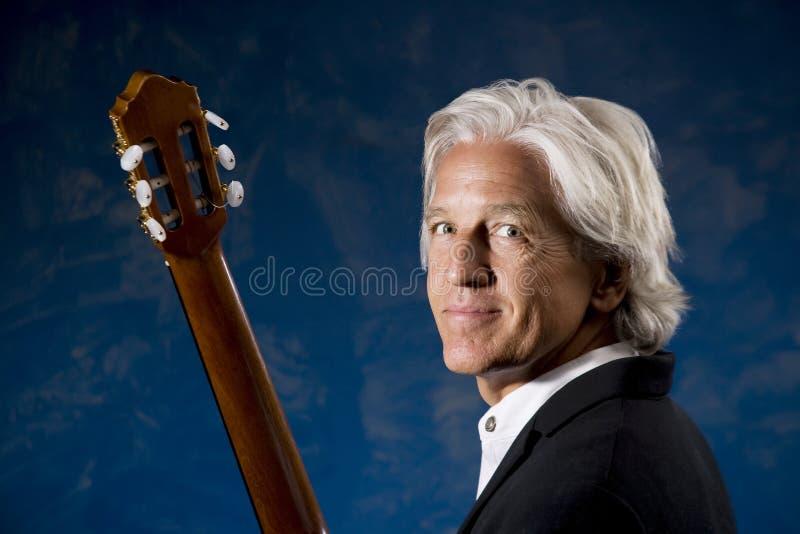 古典吉他弹奏者 图库摄影