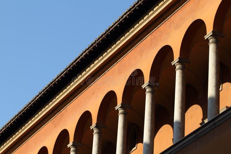 古典大厦门面在罗马 免版税图库摄影