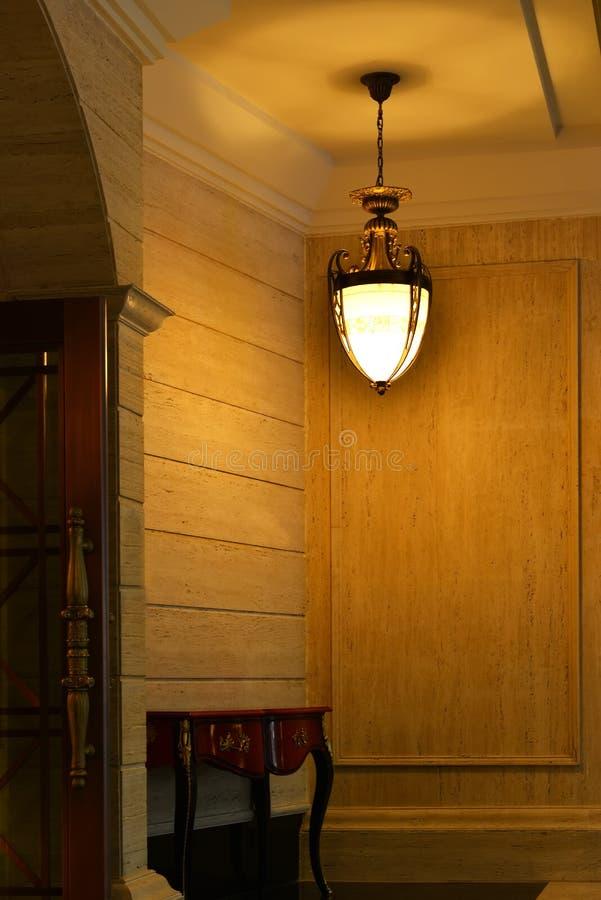 古典枝形吊灯照明设备 免版税库存照片